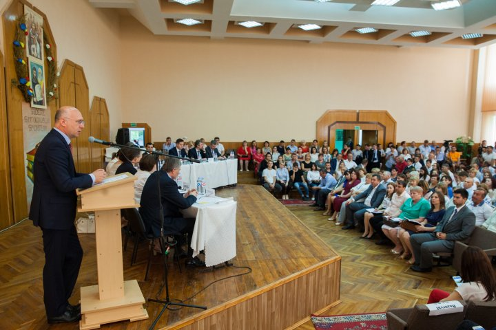 Pavel Filip, la Taraclia: Vom continua reformele pentru a acumula bani în buget și a face investiții sociale