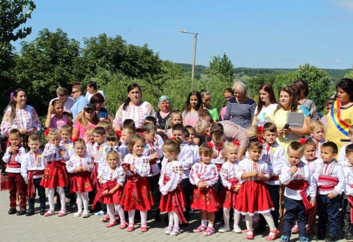 Bucurie pentru copiii şi părinţii din Hansca. Guvernul României a deschis o grădiniţă în localitate