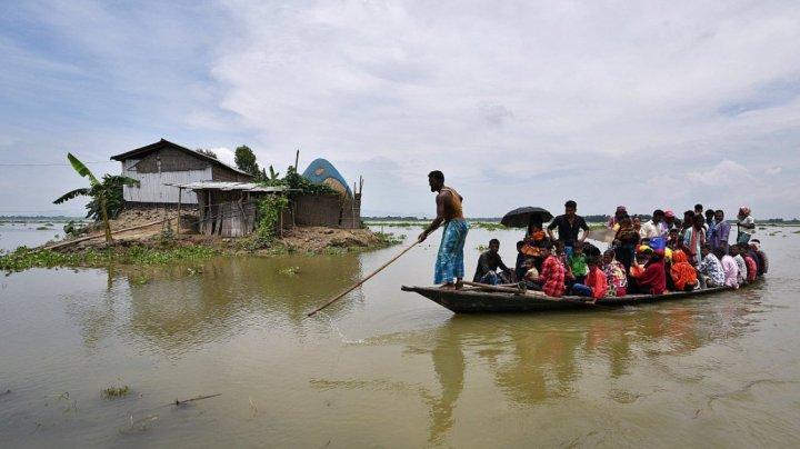 Inundaţii devastatoare în India. Cel puţin 70 de persoane şi-au pierdut viaţa