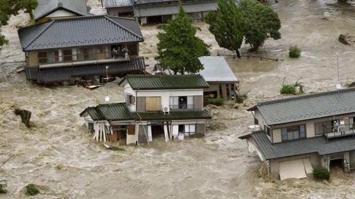 Intemperii în Japonia: Autorităţile caută 127 de persoane după ploile torenţiale