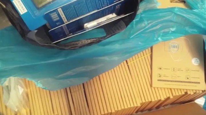 Trei moldoveni, reţinuţi pentru contrabandă ilicită de mărfuri (VIDEO)