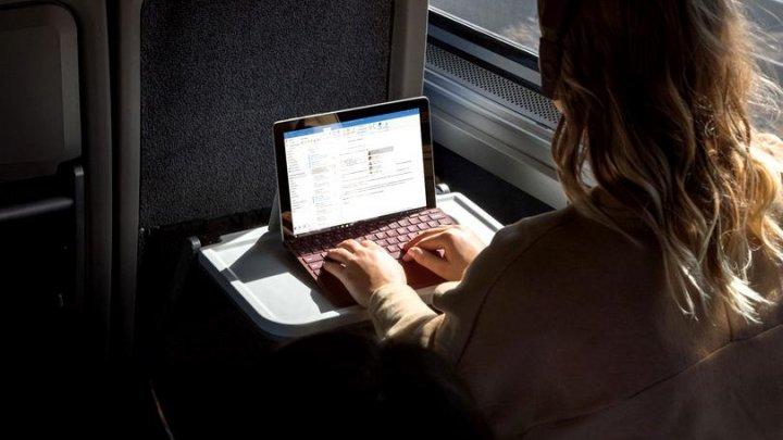 Microsoft lansează tableta Surface Go în lupta cu iPad