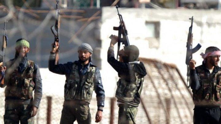 ARESTĂRI ÎN SIRIA. Rebelii au încătușat 45 de persoane pentru complicitate cu regimul de la Damasc