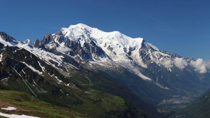 Accesul pe cel mai înalt vârf din vestul Europei a fost restricţionat. Care este cauza