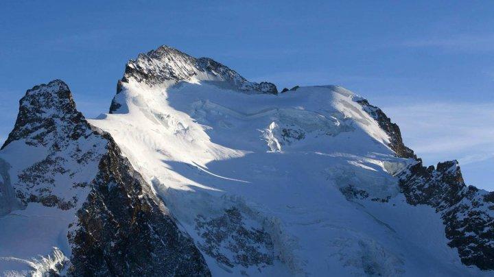 Patru alpinişti şi-au pierdut viaţa în trei accidente diferite în munţii Alpi
