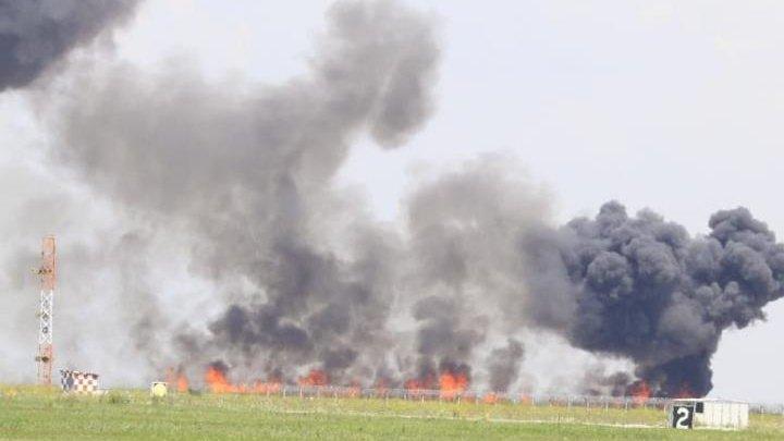 Un MiG-21 Lancer s-a prăbuşit în timpul unui show aviatic la Baza Aeriană Borcea. Pilotul nu a putut fi salvat (GALERIE FOTO)