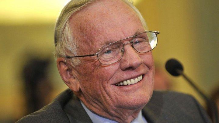 Mai multe obiecte din colecţia personală a astronautului american Neil Armstrong vor fi scoase la licitaţii