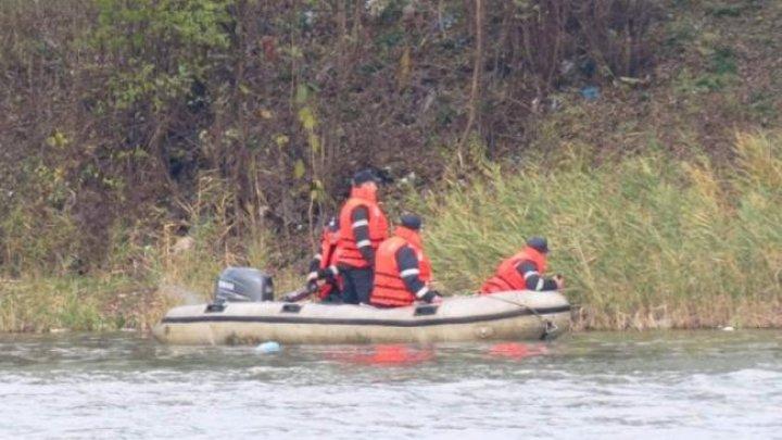 O femeie s-a înecat după ce a fost luată de apele unui pârâu. Cum s-a întâmplat tragedia