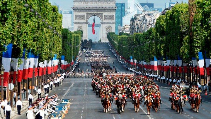 Paradă militară impresionantă la Paris de Ziua Naţională a Franţei (VIDEO)