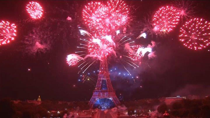 PUBLIKA WORLD: Spectacol IMPRESIONANT cu focuri de artificii la Paris (VIDEO)