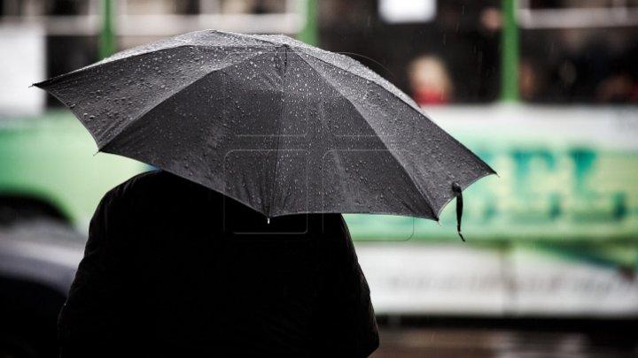 Ploile revin în ţară! Sunt aşteptate averse cu descărcări electrice, vânt puternic şi grindină