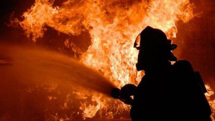 Incendiu puternic în România. Flăcările au cuprins două vile