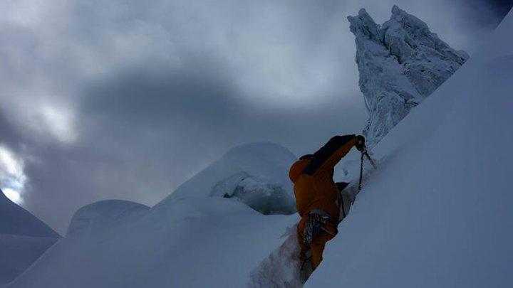 COROANA LUMII LA 54 DE ANI. Zhang Liang a cucerit Marele Șlem în alpinism
