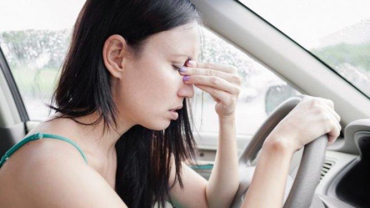 Cum se explică răul de maşină şi de ce apar efecte similare ca în cazul otrăvirii