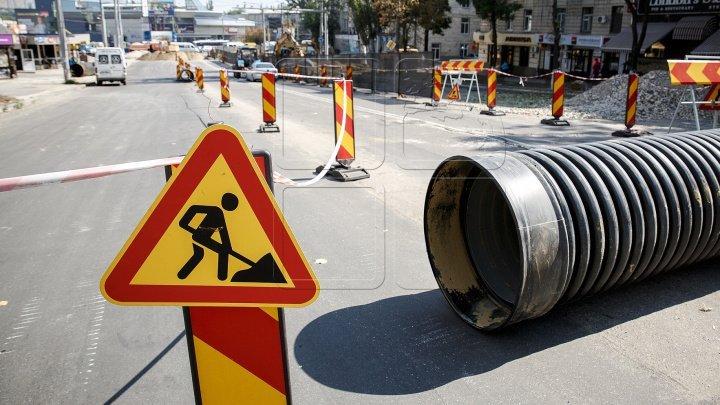 Delta ACM – 93, obligată să repare străzile din Chişinău din cont propriu. Primăria a trimis monstre de asfalt la laborator