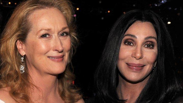 Meryl Streep şi Cher s-au sărutat la premiera celui de al doilea film bazat pe muzica formaţiei ABBA (VIDEO)