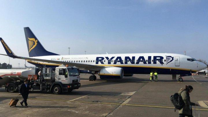Panică la bordul unui avion Ryanair. 30 de pasageri au avut nevoie de îngrijiri medicale