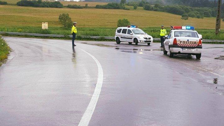 Circulaţia rutieră este închisă pe trei drumuri naţionale din România în urma inundaţiilor