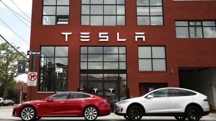 Elon Musk s-a răzgândit. Constructorul auto Tesla va continua să fie cotat la Bursă