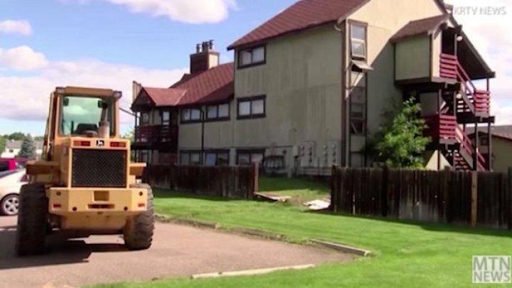 O femeie a furat un buldozer de pe un şantier şi a mers cu el mai mult de 8 km. Ce a vrut să facă cu utilajul