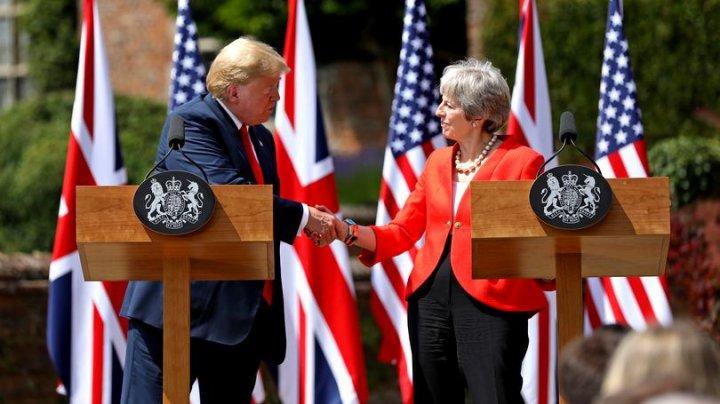 Donald Trump se dezice de afirmațiile critice la adresa premierului britanic Theresa May
