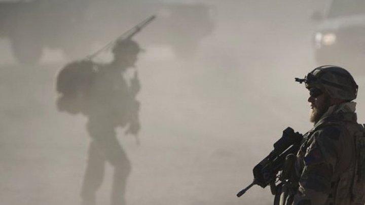 Mai mulţi atacatori înarmaţi au luat zeci de ostatici în oraşul Jalalabad din Afghanistan