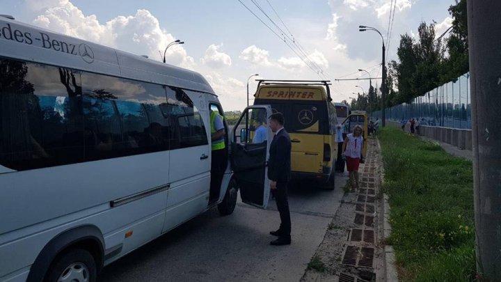 Mai mulţi şoferi ai microbuzelor de pe rutele interurbane, AMENDAŢI de inspectorii ANTA