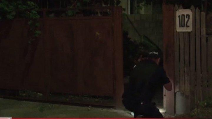 Un bărbat din sectorul Botanica al Capitalei s-a pomenit în toiul nopţii cu o surpriză neplăcută în faţa casei. Ce s-a întâmplat (VIDEO)
