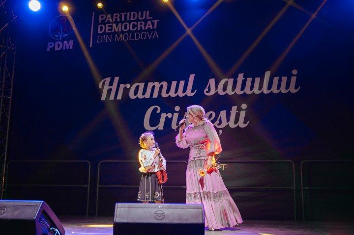La Cristeşti şi Valea-Trestieni a fost sărbătorit hramul satului. Vlad Plahotniuc i-a felicitat personal pe localnici (FOTOREPORT)