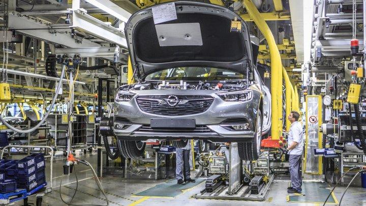 Opel reduce producția la două dintre fabricile din Germania ca urmare a vânzărilor slabe