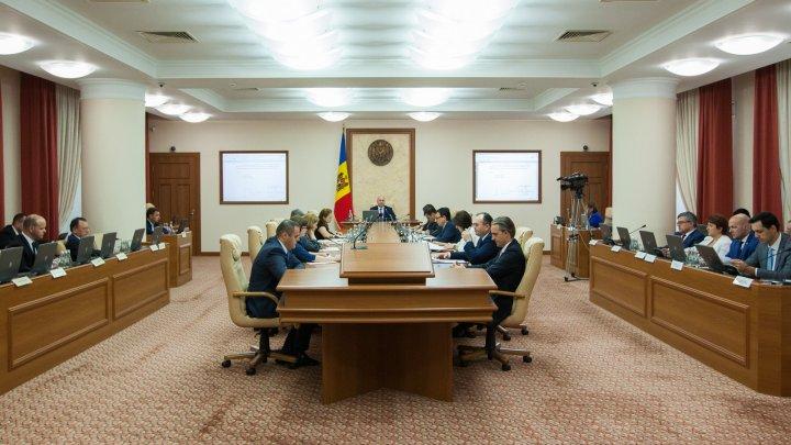 Guvernul a aprobat simplificarea desfășurării activității de comerț interior și activității de întreprinzător