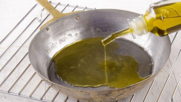 SIGUR NU ŞTIAI! Greşeala pe care o fac toate gospodinele când gătesc cu ulei de măsline