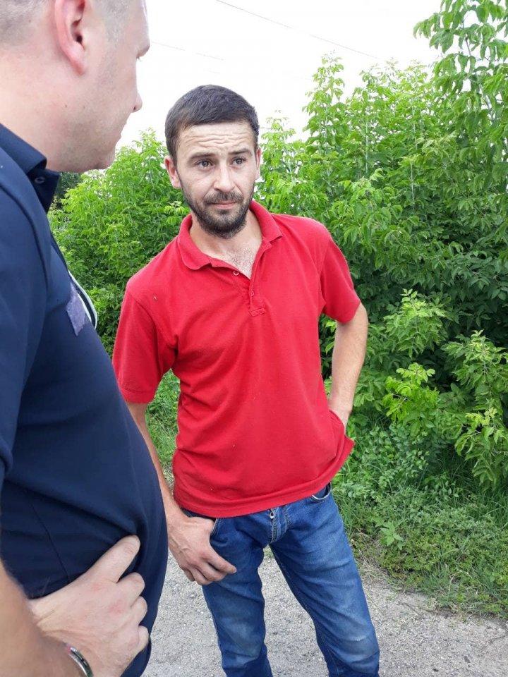 Doi bărbaţi, de 31 şi 32 de ani, reţinuţi şi cercetaţi penal pentru comiterea unui jaf. Cum s-a întâmplat (FOTO)