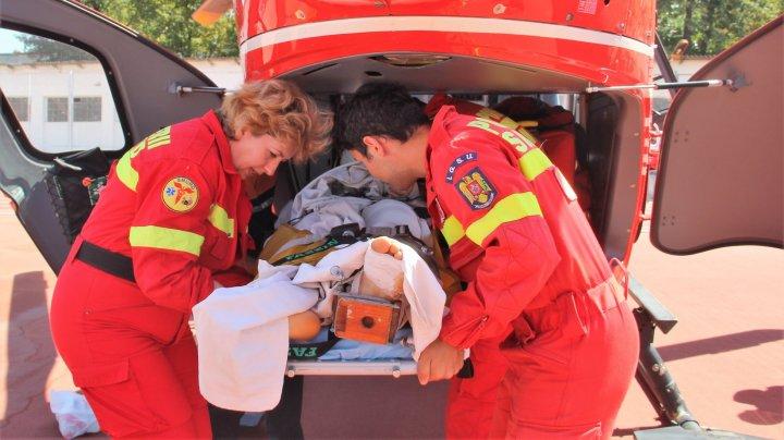 Un băiat de 15 ani, transportat de urgenţă cu elicopterul din Floreşti la un spital din Chişinău
