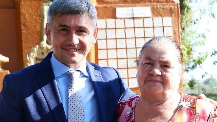 Alexandru Jizdan de ZIUA LIMBII ROMÂNE: Vorbesc și tac, iubesc și cred și dor îmi este în limba mea română. La mulți ani, graiul mamei mele