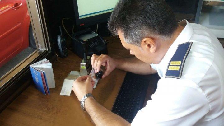 Un moldovean a încercat să ajungă în Franţa cu un permis fals. Cum şi-a explicat gestul