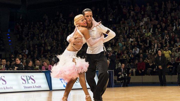 NE MÂNDRIM. Dansatorii moldoveni au cucerit şase medalii la Campionatul Germaniei