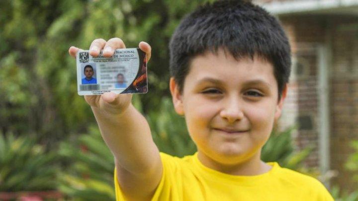 COPIL-MINUNE. Admis la facultate la doar 12 ani. Cum a reuşit să învingă 144.000 de persoane