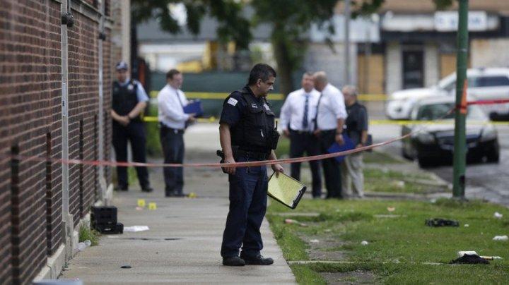 Cel puţin 11 persoane au murit, iar alte zeci au fost rănite în incidente armate multiple la Chicago