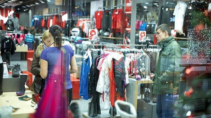 Turiştii străini profită de prăbuşirea lirei turceşti pentru a face cumpărături de lux