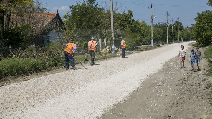PROGRAMUL DRUMURI BUNE PENTRU MOLDOVA: Zeci de drumuri locale din raionul Basarabeasca, RENOVATE (FOTOREPORT)