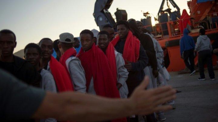 Peste 450 de migranţi care încercau să ajungă în Spania au fost salvaţi de la moarte