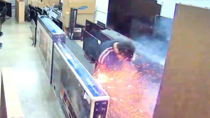 O țigară electronică a explodat în buzunarul unui bărbat (VIDEO)