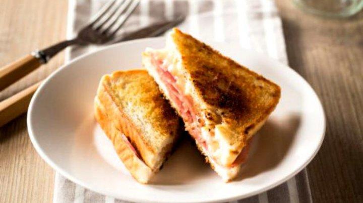 VIRAL PE INTERNET. A comandat un sandviș cu șuncă și ciuperci și a fost uimit de ce i s-a adus pe farfurie (FOTO)