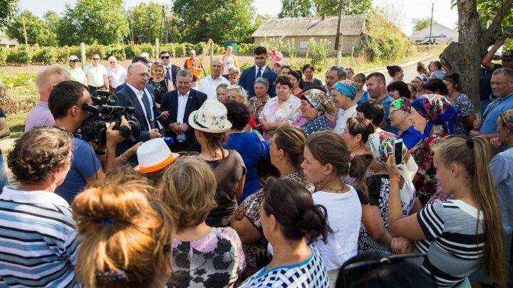 Pavel Filip, impresionat de locuitorii din satul Răscăieții Noi. Ce a scris acesta pe o rețea de socializare