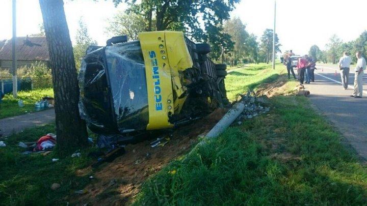 Un autobuz cu turişti din Moldova, implicat într-un grav accident în Belarus (FOTO)