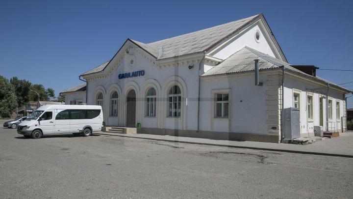 Condiții mai bune de transport pentru cei peste 71 de mii de călători, care trec prin gara auto din Basarabeasca (FOTOREPORT)