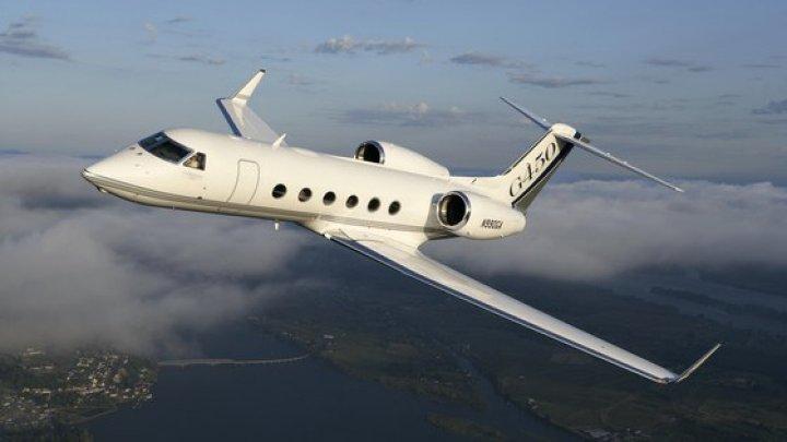 Un avion de pasageri a aterizat de urgenţă în New York. Două anvelope, distruse în momentul decolării