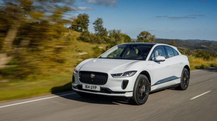 Jaguar a livrat 10 SUV-uri electrice I-Pace către cel mai mare operator de taxiuri din Munchen