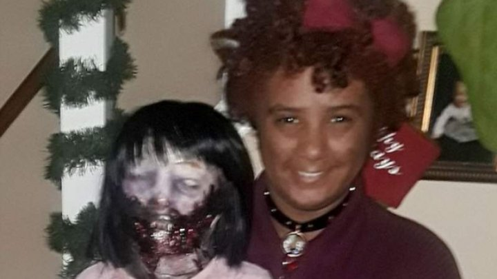 CAZ HALUCINANT! O adolescentă se va căsători cu… o păpușă zombi